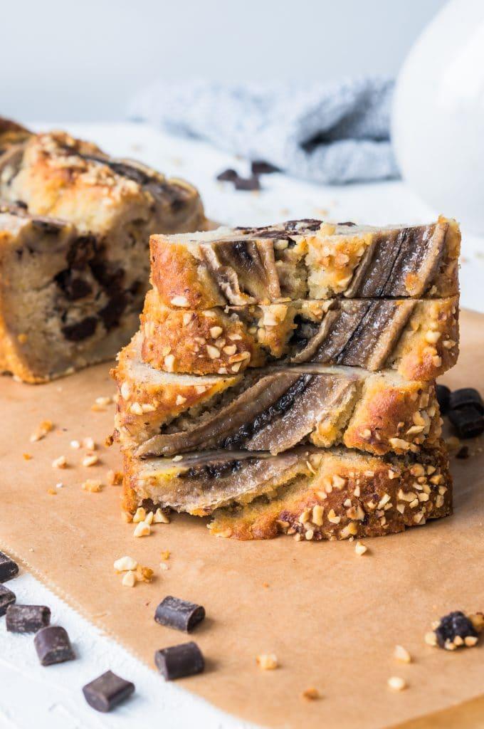 Bananenbrot mit Schokoladenstückchen (saftig und vegan)