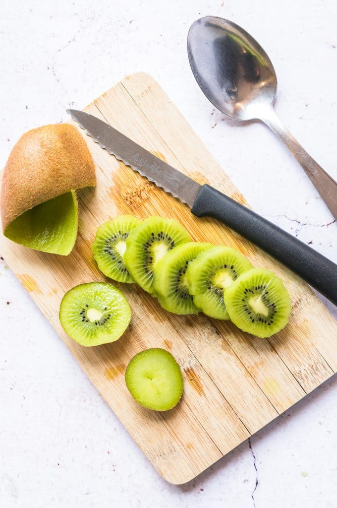 Food hack: How to peel a kiwi with a spoon?