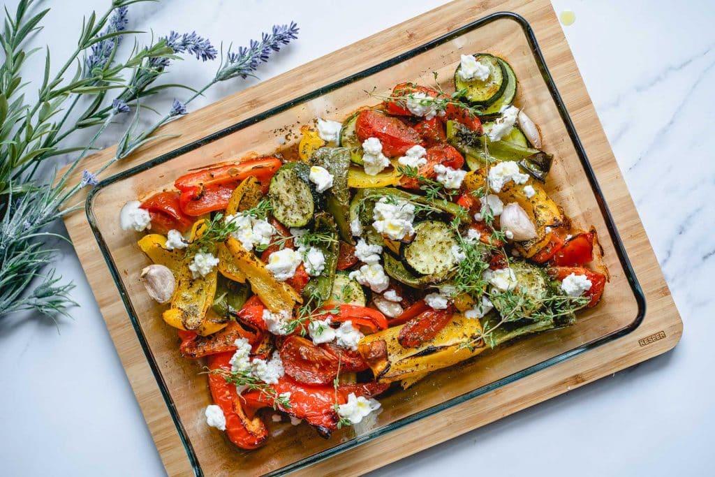 Gegrillte Paprika im Ofen und Ziegenkäse