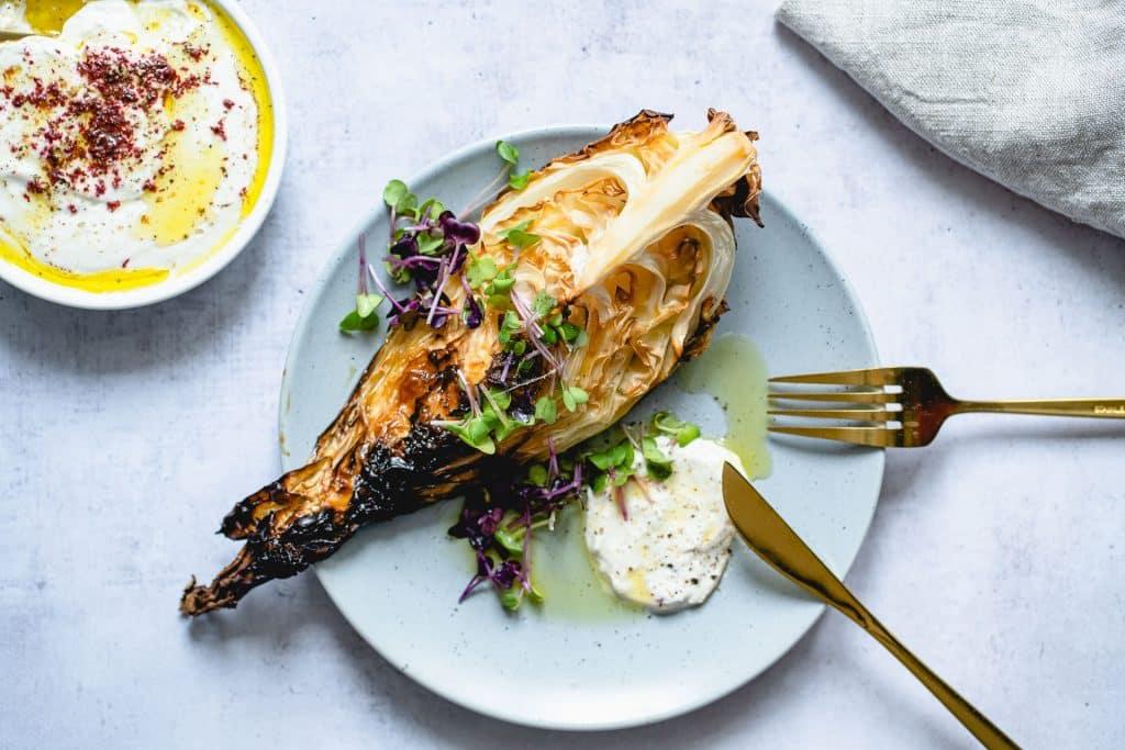 Chou Pointu Grillé et Sauce Tahini