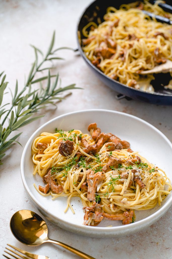 Pasta with Chanterelle Mushrooms and Cream